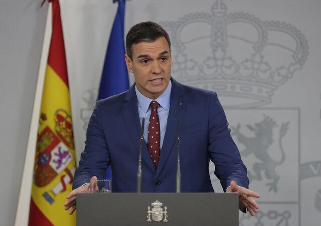 Pedro Sánchez se dirige a los medios de comunicación en el Palacio de la Moncloa en Madrid, España