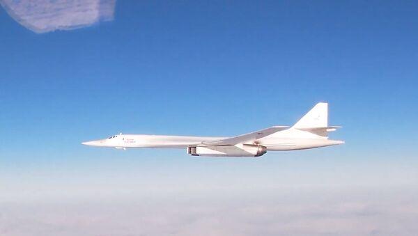 Los 'cisnes blancos' Tu-160 sobrevuelan el océano Atlántico - Sputnik Mundo