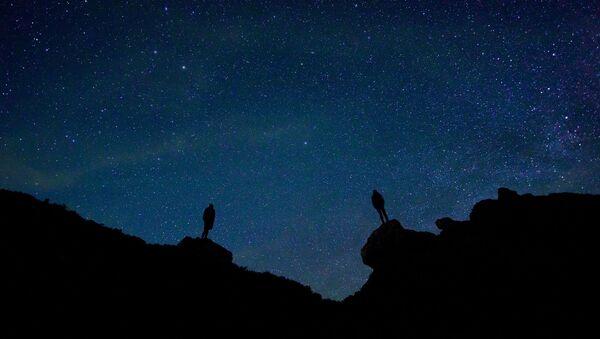Estrellas en el cielo (imagen referencial) - Sputnik Mundo