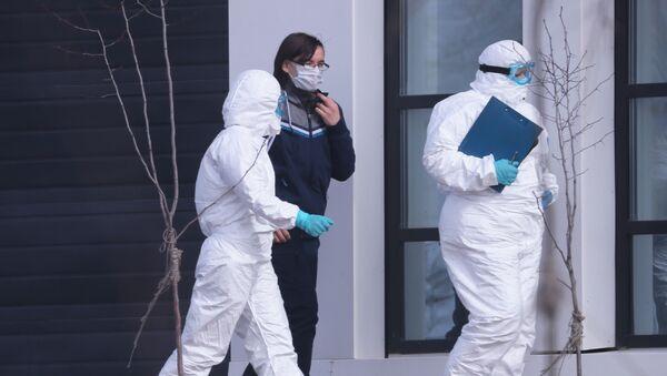 Un paciente con sospecha de coronavirus, a las afueras de Moscú - Sputnik Mundo
