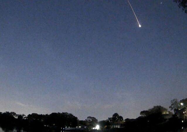Una enorme estrella fugaz ilumina el cielo de Florida