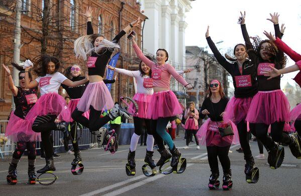 Las participantes del maratón Women's Run Beauty Run (Carrera de mujeres, carrera de belleza) en la ciudad rusa de Krasnodar. - Sputnik Mundo