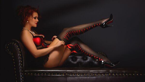 Una mujer sensual en ropa interior - Sputnik Mundo