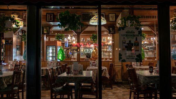 Restaurante vacío en Manhattanen Nueva York, EEUU - Sputnik Mundo