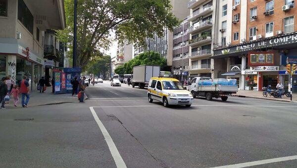 La Avenida 18 de Julio de Montevideo durante la pandemia por coronavirus - Sputnik Mundo