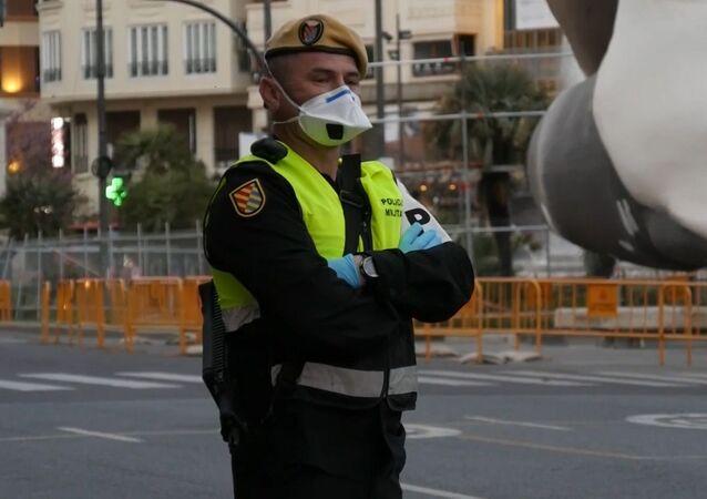 Militares en las calles: así vive España la epidemia del coronavirus