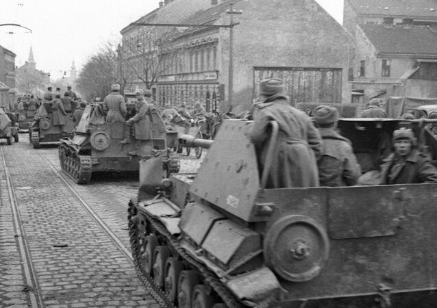 Tropas soviéticas entran en Viena tras liberar la ciudad de las fuerzas nazis (archivo)