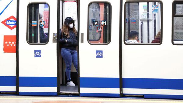 Un vagón de metro de Madrid - Sputnik Mundo
