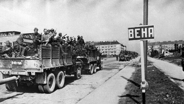 Las tropas soviéticas entran en Viena - Sputnik Mundo