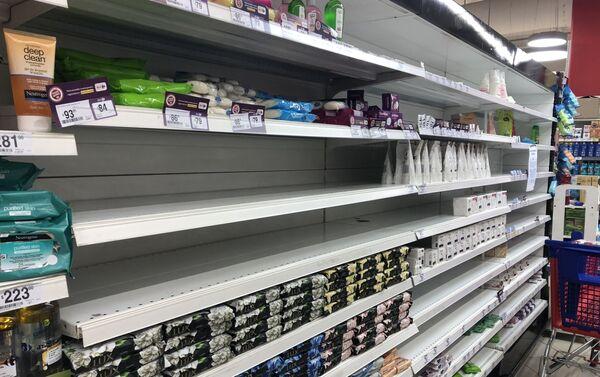Hubo una gran demanda de jabón antibacterial, desinfectantes, papel higiénico y carnes en comercios de Argentina - Sputnik Mundo