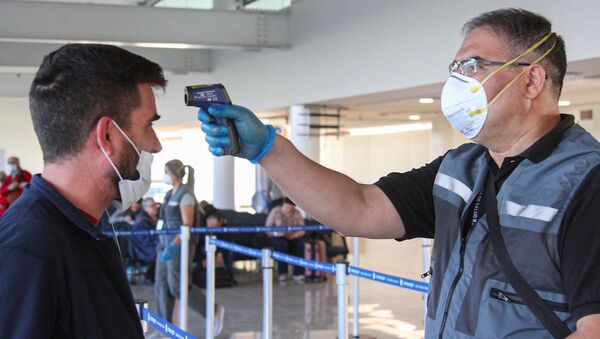 Control de ingreso en aeropuerto de Chile - Sputnik Mundo