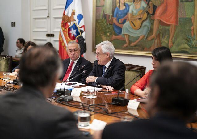 Presidente de Chile, Sebastián Piñera, en reunión para analizar medidas por coronavirus
