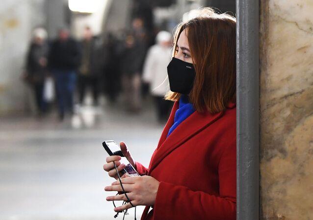 Una mujer en mascarilla (imagen referencial)