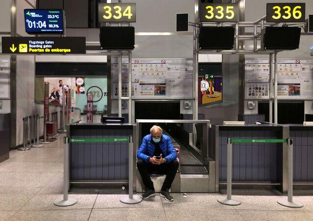 Un pasajero en el aeropuerto de Malaga, España (imagen referencial)
