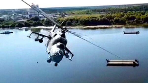 Un dron capta en vídeo cómo un helicóptero casi choca contra él en pleno vuelo - Sputnik Mundo