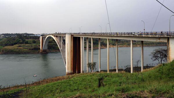El Puente de la Amistad entre Paraguay y Brasil - Sputnik Mundo