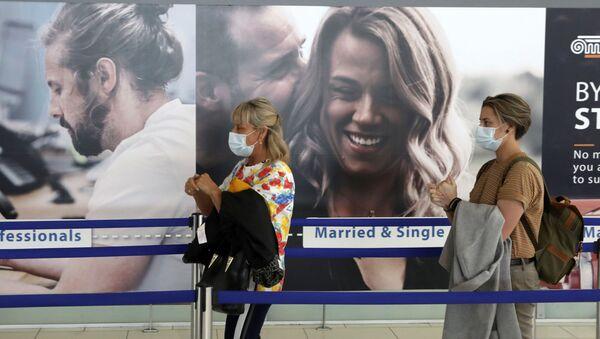 Turistas en un aeropuerto israelí - Sputnik Mundo