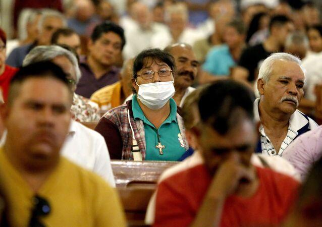 Ciudadanos mexicanos se protegen del coronavirus