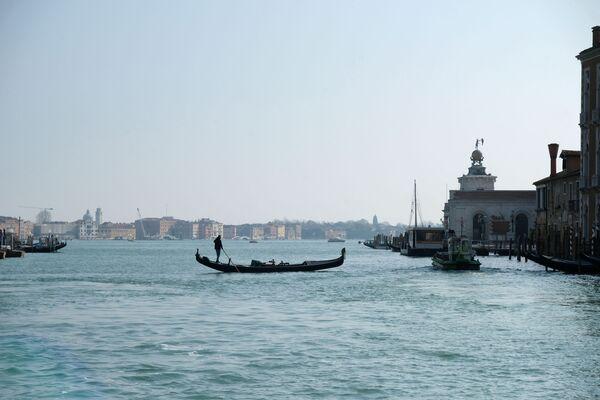 Cómo se han limpiado los canales de Venecia por el coronavirus   - Sputnik Mundo