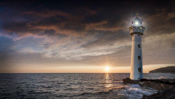 Un faro en una isla. Imagen referencial - Sputnik Mundo