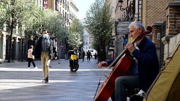 Músico en la calle Arenal de Madrid - Sputnik Mundo