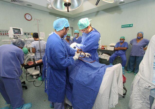 Ginecólogos en un parto