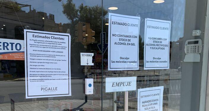 Precauciones por coronavirus en la farmacia Pigalle, en Pocitos, Montevideo