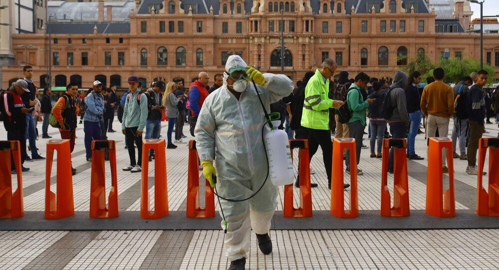 Limpieza con desinfectantes en Buenos Aires, Argentina