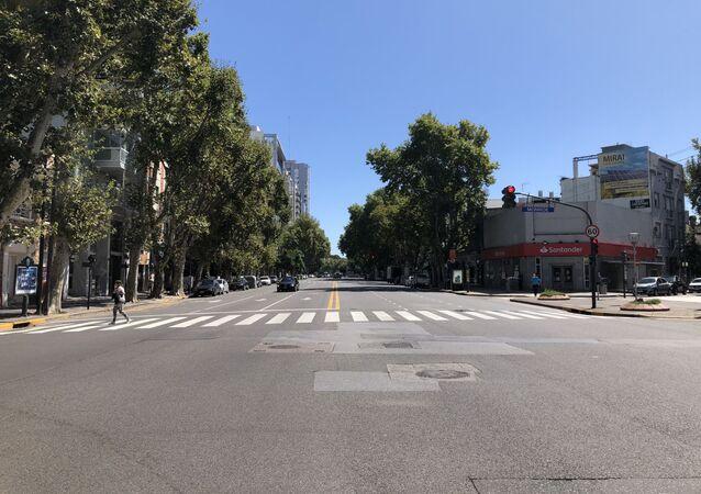 Calles desiertas en Buenos Aires, durante el primer día de cuarentena obligatoria
