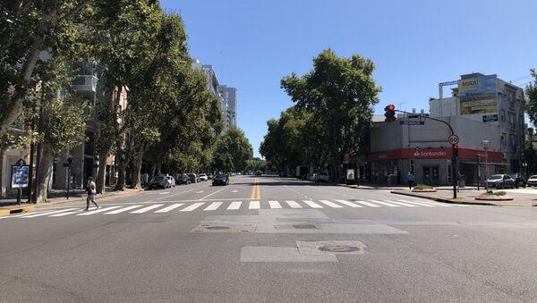 Calles desiertas en Buenos Aires, durante el primer día de cuarentena obligatoria - Sputnik Mundo