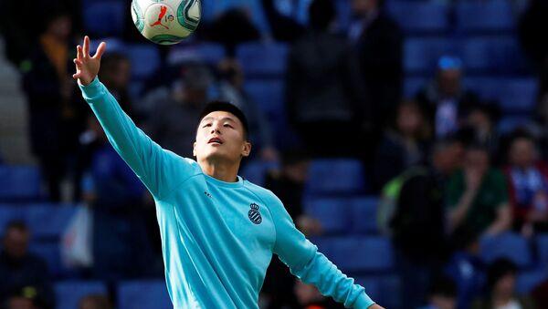 Wu Lei, futbolista chino - Sputnik Mundo