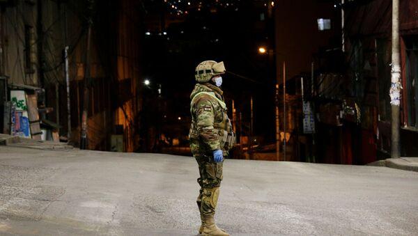 Un soldado boliviano en La Paz - Sputnik Mundo