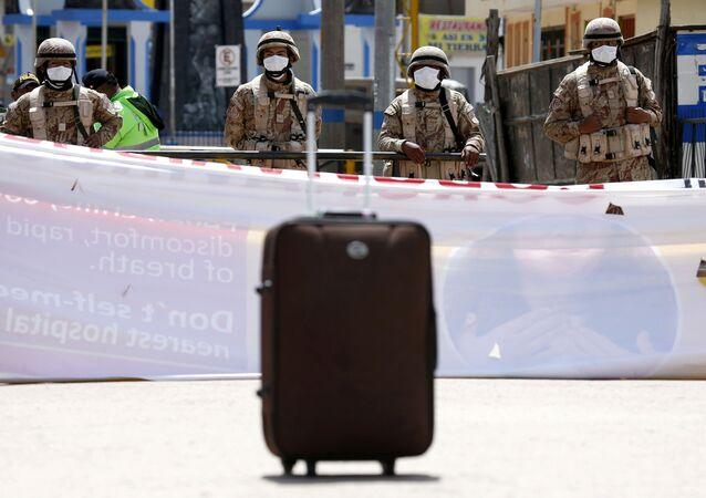 Militares peruanos en la frontera con Bolivia