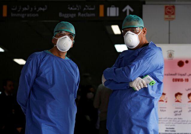Médicos (imagen referencial)