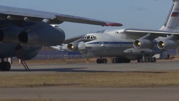 Aviones Il-76 rusos cargados de equipo médico se dirigen a Italia para combatir el coronavirus - Sputnik Mundo