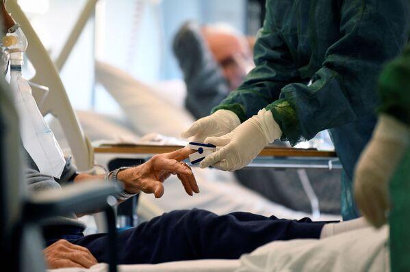 La lucha de los hospitales italianos contra el coronavirus, en imágenes - Sputnik Mundo