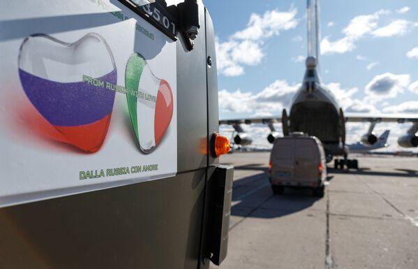Solidaridad rusa: Moscú echa una mano a Italia para aplacar el coronavirus - Sputnik Mundo