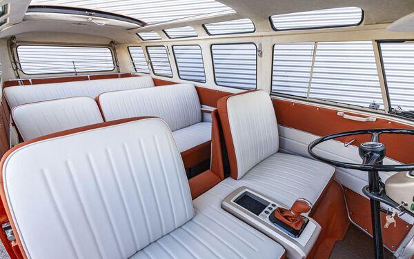 El interior de la furgoneta e-Bulli - Sputnik Mundo