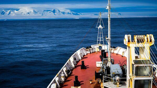 Buque Almirante Vladimirski se diirge a la Antártida - Sputnik Mundo
