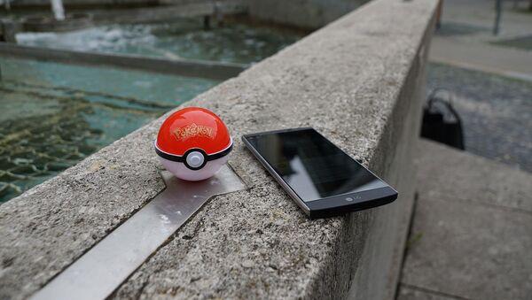 Búsqueda de pokemon y un móvil - Sputnik Mundo