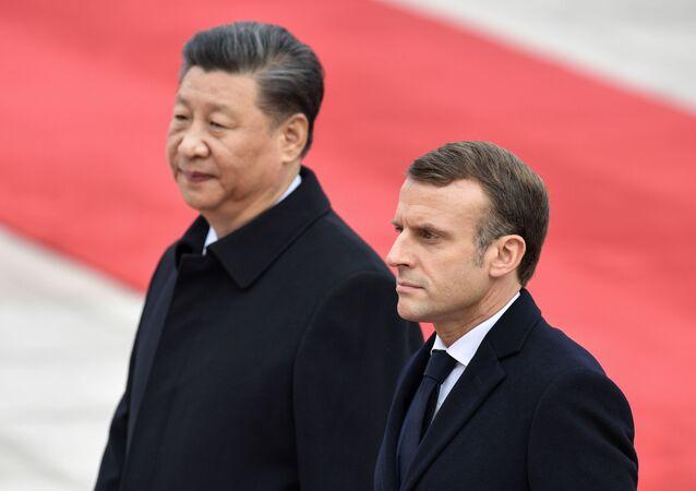 El presidente de Francia, Emmanuel Macron, junto a su homólogo Chino, Xi Jinping