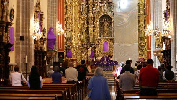Una misa en Ciudad de México - Sputnik Mundo