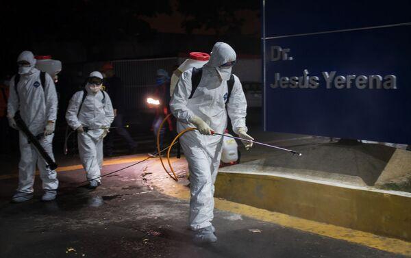 Operativo de desinfección en un hospital de Caracas, Venezuela - Sputnik Mundo