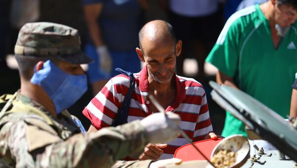 Soldados sirven alimentos en Argentina durante la cuarentena por COVID-19 - Sputnik Mundo