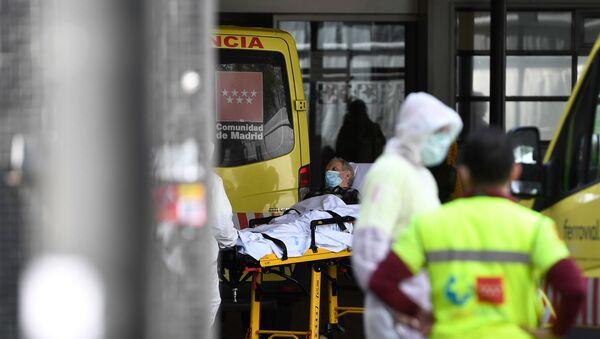 Un enfermo llega a las urgencias de Madrid - Sputnik Mundo