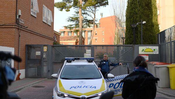 Policía Municipal a la entrada de la residencia Monte Hermoso (Madrid) - Sputnik Mundo
