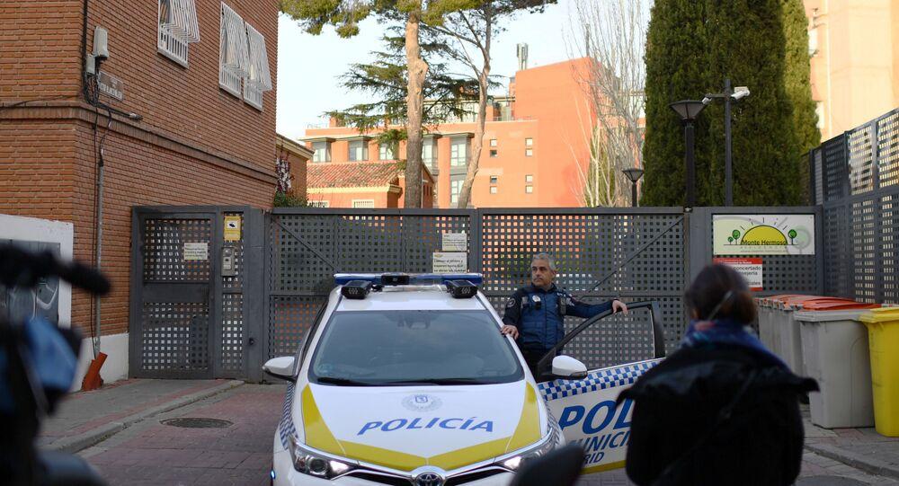 Policía Municipal a la entrada de la residencia Monte Hermoso (Madrid)
