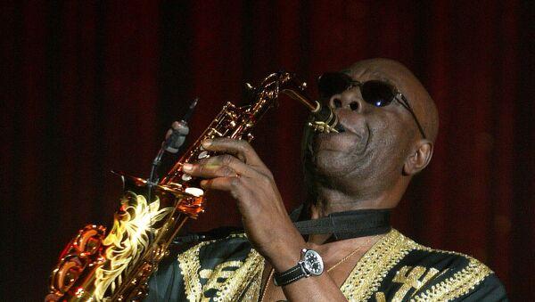 Manu Dibango, saxofonista camerunés - Sputnik Mundo
