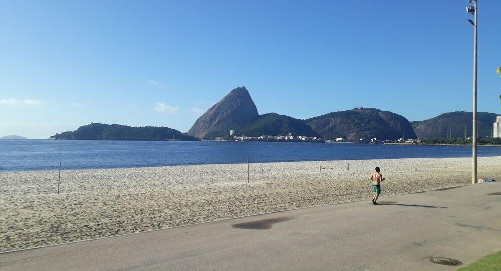 Playa de Río de Janeiro durante el brote de coronavirus en Brasil