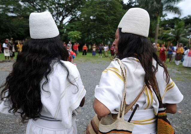 Indígenas arhuacos de Colombia